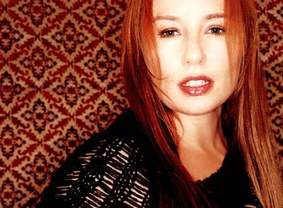 "TORI AMOS: ""I'll Take Down Any Heavy Metal Band!"""