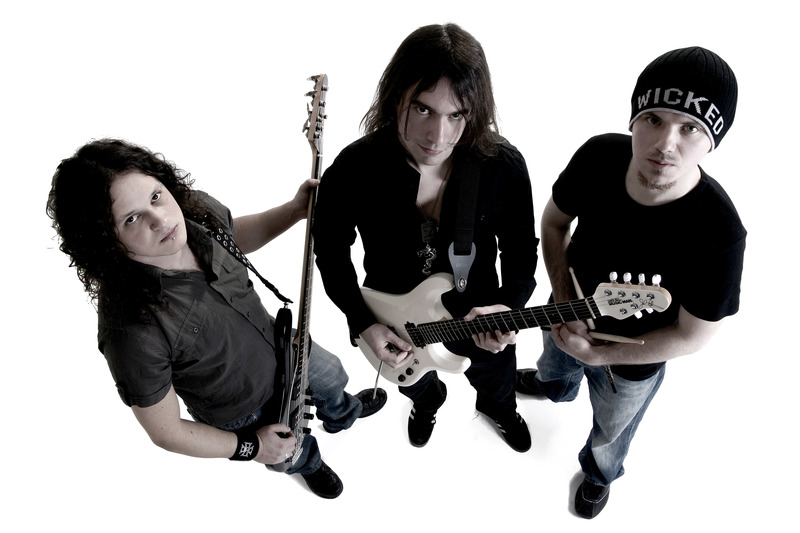 Ivan Mihaljevic & Side Effects: The Guitar Wizard To The Power of 3!