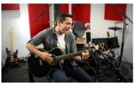 "Nestor Santiago: ""Se Me Paro el Corazon"" -If you like the upbeat sound of rhythmic Latin-Pop"