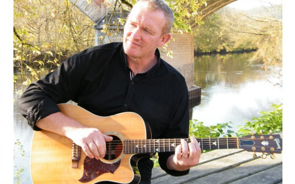"""Andrew Maren: """"Moving On"""" featuring Tilly Kay – honest sentiment and brilliant music!"""