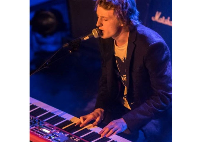 """Marius Samuelson: """"Alien In Disguise"""" – a sonic adventure of piano, voice and a soaring melody"""