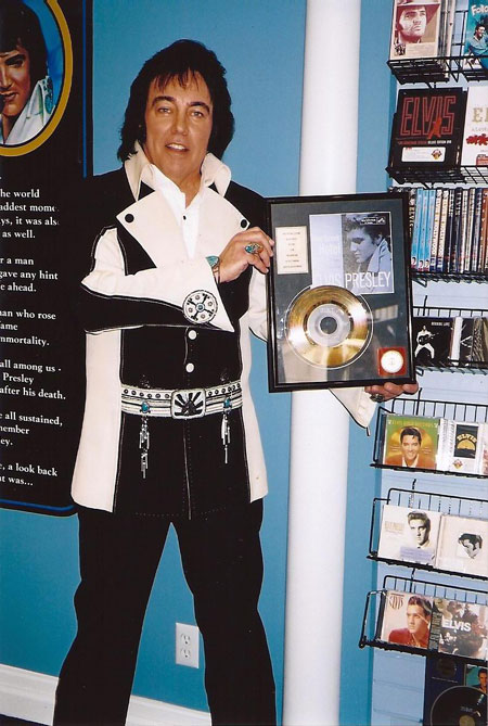 Donny wearing an original Elvis suit and jewelry!