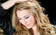 """Acclaimed singer-songwriter Lyndsay Pace: """"Sick Day"""" moves into the upbeat dance-pop direction!"""