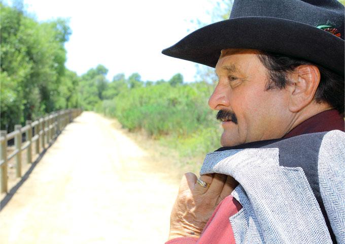 "Chilo y sus Carnalitos: ""Una Estrellita Cayó"" – enjoy colorful rhythms and cantina storytelling!"