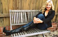 """Amy Loftus: """"Keep on Movin'"""" – fills the heart and splits the soul wide open!"""