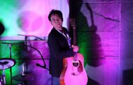 Guitarist DEAR_JAZZROCK fits his best qualities and sensibilities into each song
