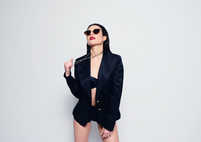 Kendra Black: 'This Love' – a thrilling electro-pop tune!