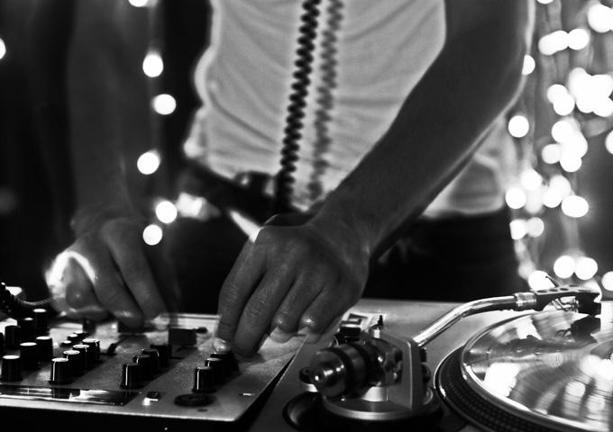 "Plastic DJ: ""Giving Up"" accentuates beautiful flourishes of artistic resplendence"