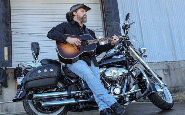 """D. Boone Pittman """"She Likes the Beach"""" – Classic Country Lyrics Meld with Americana Sounds"""